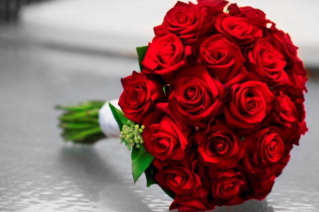 صورة بوكية ورد احمر , صور مجموعه من الزهور الحمراء تعبر عن الحب و الرومانسيه