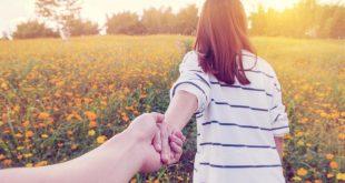 صور رجل يمسك يدي في المنام , تفسير مسك اليد في الحلم