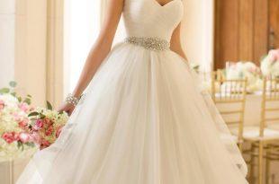 صور احلى فساتين الزفاف , افخم تصاميم فساتين لحفل زفافك للحصول علي اطلالة مميزة