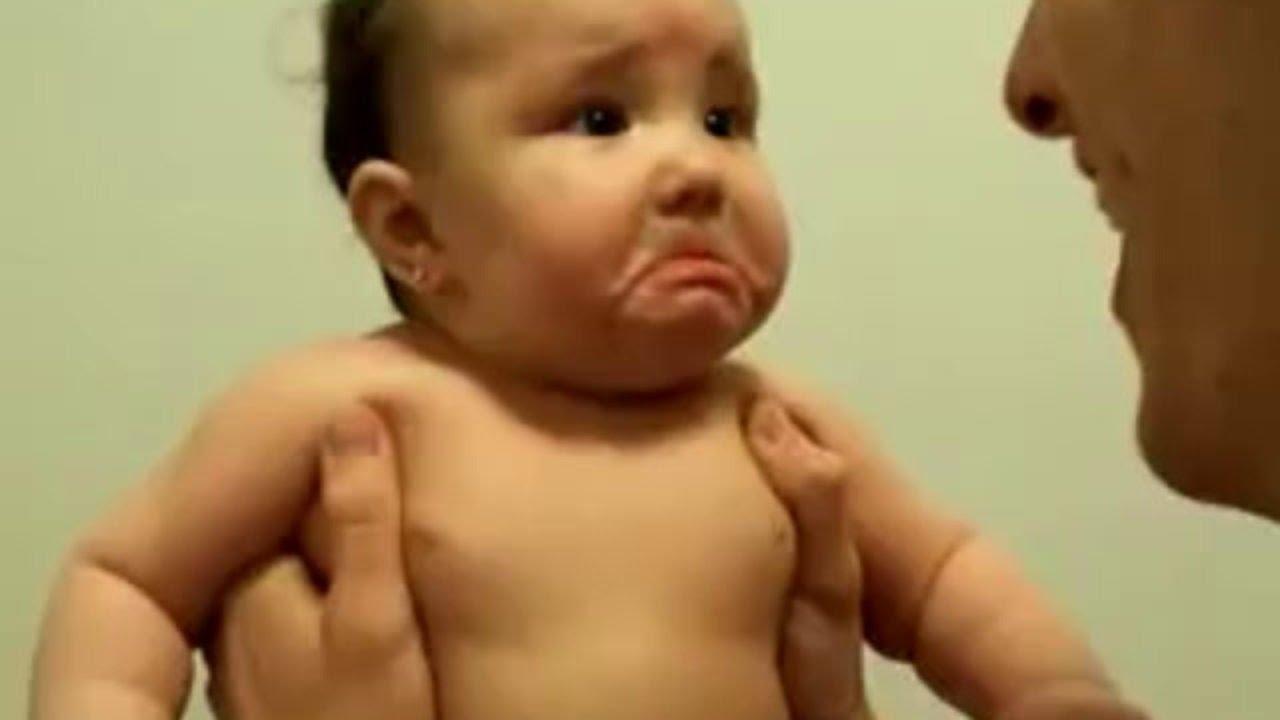 صورة فيديوهات مضحكة للاطفال , مواقف مضحكه جدا للاطفال
