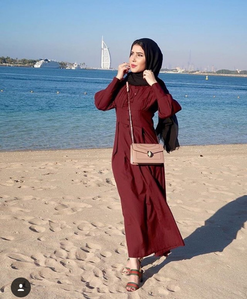 صورة محجبات على الشاطئ , ستايل ملابس فضفاضة وانيقةللمججبات علي البحر