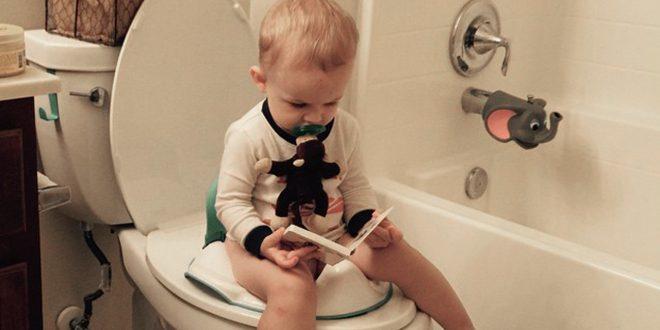صورة كيف اعلم طفلي الحمام , طريقه سهله لتعليم طفلة دخول الحمام