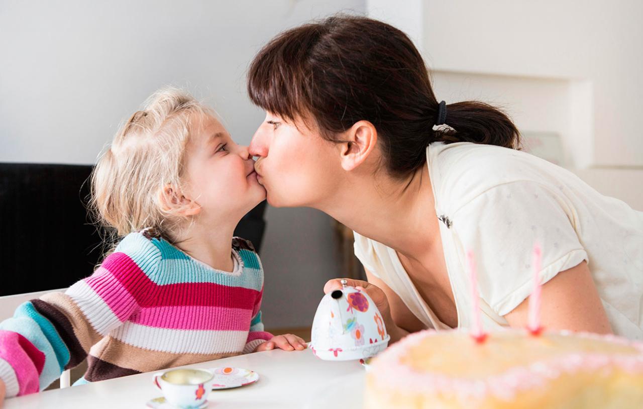 صورة تفسير الاحلام القبلة على الفم , تقبيل الفم فى المنام