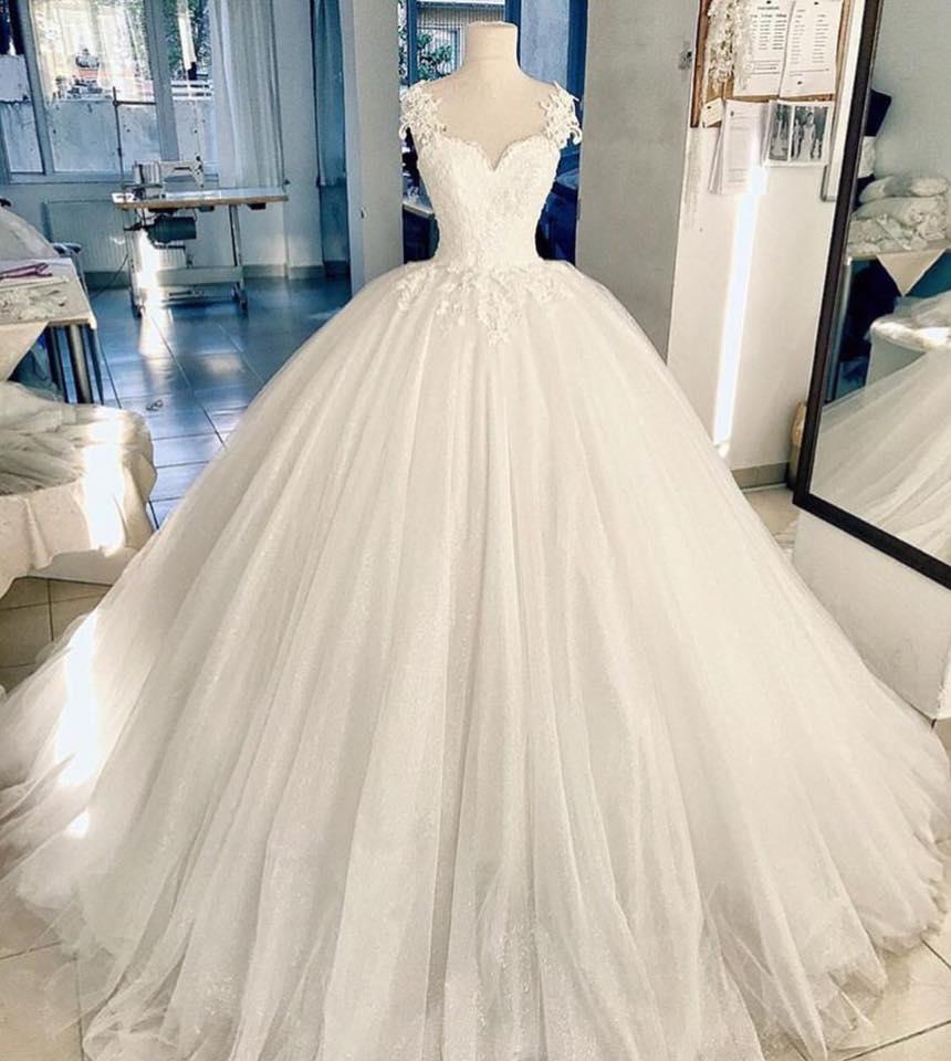 فستان زفاف انيق اوى